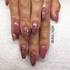 Cover light builder från @glamandbeauty Glittergele från #nailcode fick pryda @nine_selenius naglar idag! . . . #nailporn #nailtech #gelnails #gelenaglar #nagelförlängning #glitternails #naglar #nailswag #vackranaglar #nailstagram #nailart #nails #scra2ch #hudabeauty #gliter #nailart #coffinnails #melformakeup #essie #vegas_nay #nsi #nailpromote #longnails #nailartgallery #glamandglits #notd #naglargöteborg by lollos_naglar