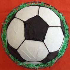 Fußballkuchen für kleine und große Kicker, Kindergeburtstag, Fußball  WM, Deutschland Spiel, fussball Essen, fußballspiel, Ball, Kindergeburtstagskuchen http://de.allrecipes.com/rezept/11942/fu-ballkuchen.aspx