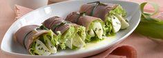Rotoli di speck e insalata ripieni di mozzarella