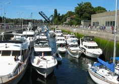 The Ballard Locks are fun for the whole family! Watch boats go from the Puget Sound to Lake Washington, and salmon spawn in the springtime! #ballardlocks #exploreseattle