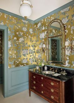 LoveAffairsWithHouses_Bunny-williams-gold-gilt-metallic-wallpaper-powderroom-powder-room-sconces-antique-sink-cabinet-ideas - The Glam Pad Home Design, Luxury Interior Design, Interior Decorating, Decorating Ideas, Metallic Wallpaper, Furniture Design, Furniture Ideas, Barbie Furniture, Garden Furniture