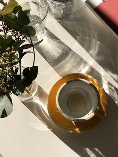 I Drink Coffee, Coffee Cafe, My Coffee, Coffee Break, Granola Brands, Flüssiges Gold, Coffee Shop Aesthetic, Coffee Presentation, Mood And Tone