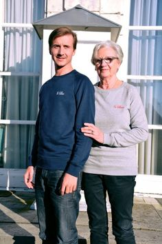 Collection Capsule N°5 Les Comptoirs d'Orta /  www.lescomptoirsdorta.com / Sweat gris La Lilloise & Le Lillois #lescomptoirsdorta #sweat #grey #gris #navy #marine #Lille #Lilloise #Lillois #France #French #old #woman #grandmother #boy #grandson #fashion #tendance #family #love