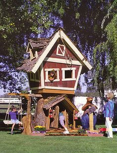 love this tree house design. Reminds me of the rhyme 'there was a crooked man'
