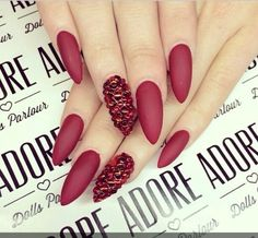 stiletto red matte nails Nails On Fleek, Wedding Nails, Red Nails, Love Nails, Fancy Nails, Polish Nails, Matte Red, Rhinestone Nails, Fabulous Nails