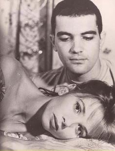 Antonio Banderas y Victoria Abril en ÁTAME(Pedro Almodóvar. 1990)