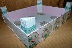 Caja de fresas reciclada como bandeja de desayuno