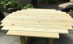 Build your own round outdoor dining table using Simpson Strong-Tie outdoor accents. Make this solid, round outdoor table for your patio space. Wooden Outdoor Table, Round Picnic Table, Round Outdoor Dining Table, Round Patio Table, Outdoor Table Tops, Outdoor Coffee Tables, Wooden Dining Tables, Spool Tables, Wood Patio