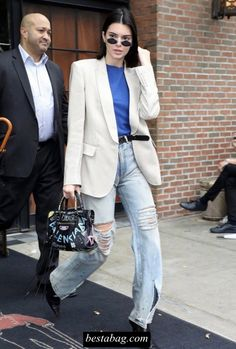 Kendall Jenner look street style fashion week new york printemps été 2018 Street Style Fashion Week, Street Style 2018, Look Street Style, Look Fashion, Street Style Women, Daily Fashion, Fashion Outfits, Airport Fashion, Balenciaga Classic City