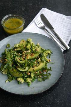 Easy Salad Recipes, Easy Salads, Healthy Dinner Recipes, Salad Menu, Salad Dishes, Cottage Cheese Salad, Crab Stuffed Avocado, Raw Broccoli, Seafood Salad