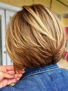 32 Glamorous Bob Hairstyles & Hairctus For Fine Hair Are you searching for a perfect hairstyle for your short hair easy at home? Are you searching for the best? You should have a look to the 5 Glamorous Bob Hairstyles & Hairctus For Fine Hair. Bob Haircut For Fine Hair, Bob Hairstyles For Fine Hair, Layered Bob Hairstyles, Easy Hairstyles, Pixie Hairstyles, Fine Hair Bobs, Hairstyle Ideas, Bobs For Thick Hair, Hairstyles 2018