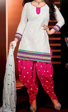 White and Pink Patiala Suit with Simple Gala Neck Designs Chudi Neck Designs, Neck Designs For Suits, Salwar Neck Patterns, Patiala Salwar Suits, Punjabi Suits, Pajama Pants Pattern, Kurta Pajama Punjabi, Gala Design, White Kurta