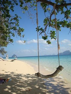 beach swing~push me Travel Images, Travel Photos, Dream Vacations, Vacation Spots, Places To See, Places To Travel, Beach Swing, Destinations, Am Meer