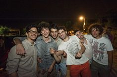 Gente della notte a spasso per le strade di Ravenna.