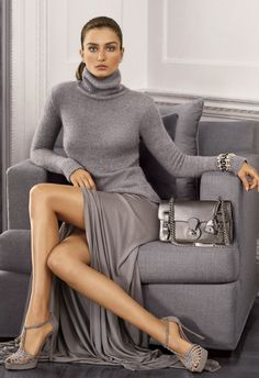 Ralph Lauren Signature style: The ID Chain Ricky Bag is offered in exotics as well as metallic nappa, suede and leather combinations. Grey Fashion, Love Fashion, Winter Fashion, Womens Fashion, Fashion Styles, Street Fashion, Fashion Trends, Ralph Lauren Style, Ralph Lauren Collection