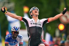 VeloNews @velonews Gallery: Jasper Stuyven sprints to Vuelta stage 8 win velonews.competitor.com/2015/08/news/r… pic.twitter.com/5u4SzE7oeI