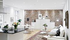 Huis met bakstenen muur als eyecatcher