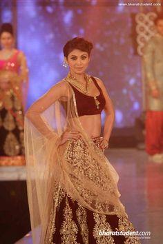 Shipa Shetty in a maroon and gold lengha for the India Bullion and Jewellery Awards