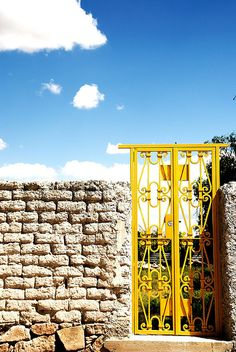"Yellow door at Ex-Hacienda ""El Maguey"" (photo by Rafael Magallanes Quintanar"