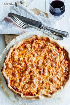 Receta de tarta de pollo con tocino y jitomate. Receta con fotografías del paso a paso y recomendaciones de degustación. Recetas de tartas y pizz...