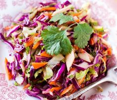Red Cabbage Salad with Carrots and Apples at Cooking Melangery, Easy Red Cabbage Salad — Tasting Page, Hartnetts red cabbage apple . Apple Salad Recipes, Cabbage Recipes, Real Food Recipes, Vegan Recipes, Red Cabbage Salad, Soup And Salad, Healthy Eating, Healthy Life, Veggies