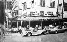 Bar Garota de Ipanema anos 80. Em frente um MP Lafer e um Puma GTE