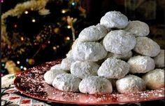 Kourabiedes are special Greek Christmas cookies made with butter and almonds and dusted with powdered sugar, kourabiedes are melomakarona's best friends! Greek Sweets, Greek Desserts, Greek Recipes, Greek Cookies, Almond Cookies, Sugar Cookies, Greek Kourabiedes Recipe, Christmas Treats, Christmas Cookies