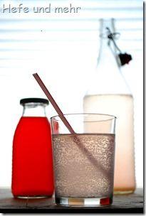 Rhubarb syrup lemonad via Hefe und Mehr