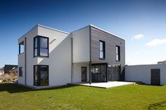 Moderner Cubus - weitere Informationen unter www.baumeinhaus.ch/hausfinder