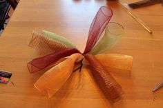 Miss Kopy Kat: How To Make A Curly Deco Mesh Wreath... Also a fantastic idea for making your daughter hair bows to match each outfit! :) Halloween Mesh Wreaths, Christmas Mesh Wreaths, Fall Wreaths, Thanksgiving Wreaths, Easter Wreaths, Christmas Decor, Wreath Crafts, Diy Wreath, Wreath Making