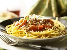 Cette sauce bolognaise végétalienne est facile à préparer, et on peut la décliner de multiples façons. En moins de 20 minutes, vous obtiendrez une sauce délicieuse et nourrissante pour accompagner vos pâtes !