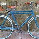 A continuación verás todos y cada uno de los diseños que hasta la actualidad hemos realizado; obviamente este catálogo está en constante crecimiento y cada semana puedes encontrar un diseño distinto. La mayoría de los diseños que hay en el catálogo están hechos en el tipo de bicicleta slim o en el rally lady; la razón de esto es que en un principio la empresa no contaba con los otros once tipos de bicicletas. Pero cualquier combinación de colores y accesorios que veas en slim puede hacerse…