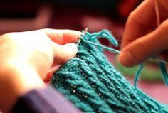 Chiudere il lavoro con ago e filo VIDEO TUTORIAL ITALIANO~ Gomitolo di Lana: Innamorarsi del Lavoro a Maglia - Knitting