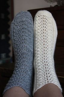 Magnificent inspiring ideas to check out Knitted Slippers, Wool Socks, Crochet Slippers, Knit Crochet, Knitting Humor, Knitting Socks, Baby Knitting, Knitting Machine Patterns, Quick Knits