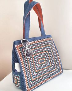 Trendy Ideas for knitting bag sewing crochet Crochet Shell Stitch, Crochet Tote, Crochet Handbags, Crochet Baskets, Crochet Purses, Crochet Stitches, Crochet Pattern, Yarn Bag, Bag Patterns To Sew