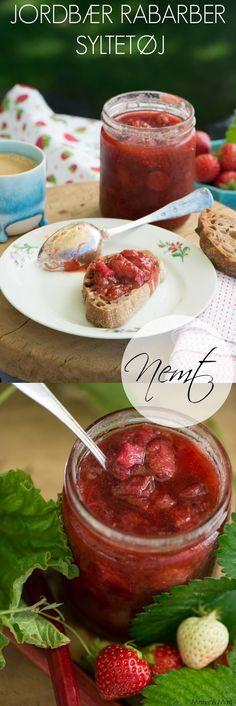 Er der noget skønnere end et glas hjemmelavet syltetøj. Denne skønne jordbær rabarber syltetøj smager af dansk højsommer og er nemt at lave. Opskrift fra Marinas Mad.