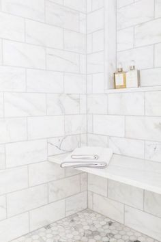 Gorgeous Cheap Shower Tile's Ideas Must Know – TRENDS U NEED TO KNOW The tile you select will have a massive effect on the appearance of your bathroom, and also on your financial plan. Shower tile is the best way to go … - Marble Bathroom Dreams Bad Inspiration, Bathroom Inspiration, Bathroom Ideas, Bathroom Designs, Bathroom Organization, Shower Tile Designs, Morning Inspiration, Bathroom Storage, Bathroom Layout