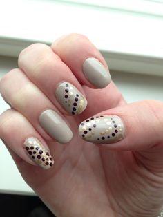 Nail art dotting  Yvec Saint lorent: Dore orfevre Essie: Blanc  Essie: Velvet Voyeur