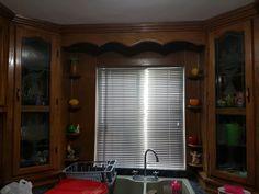 Persianas de aluminio es ideal para quienes buscan la fácil regulación de la cantidad de luz que entra en la estancia. Permite graduar la posición de las láminas para dejar pasar más o menos luz. Aporta un estilo moderno, ligero y joven. Solicita tu presupuesto a los tel 2613372 y el cel 6621810545 estamos a sus ordenes.