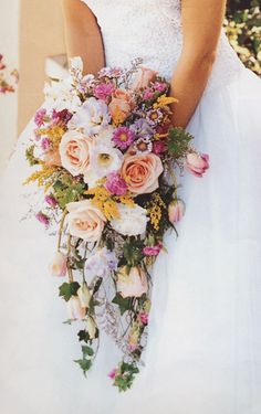 wildflower cascade bouquet l Ramo de novia Cascading Wedding Bouquets, Cascade Bouquet, Bride Bouquets, Bridal Flowers, Floral Bouquets, Floral Wedding, Wedding Centerpieces, Wedding Decorations, Wedding Ideas