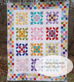 Honey Bee Quilt with Patchwork Borders { Tutorial }
