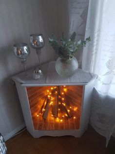 Diy Home Decor Projects, Home Crafts, Furniture Makeover, Diy Furniture, Faux Fireplace Mantels, Salons Cosy, Repurposed Furniture, Living Room Decor, Creations