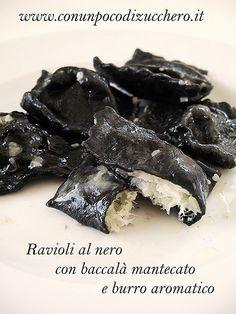 Black ravioli stuffed with cod. Fish Recipes, Mexican Food Recipes, Pasta Recipes, Cooking Recipes, Healthy Recipes, Healthy Food, Ravioli, Popular Italian Food, Best Italian Recipes
