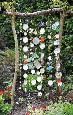 New garden art ideas glass Ideas #garden Garden Crafts, Diy Garden Decor, Garden Projects, Recycled Garden Art, Diy Decoration, Unique Garden, Love Garden, Colorful Garden, Easy Garden
