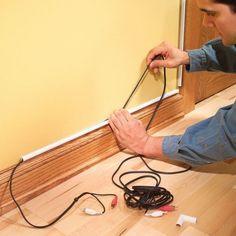 As canaletas são ótimas alternativas para esconder os fios aparentes nas paredes - Foto/reprodução: The FamilyHandyman