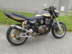 Old skool look Sport Motorcycles, Kawasaki Motorcycles, Super Four, Old Skool, Some Pictures, Motorbikes, Badge, Toy, Vehicles