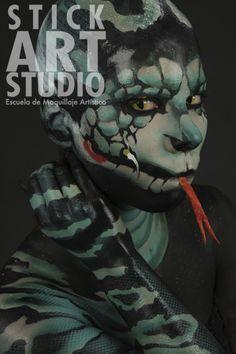 Maquillaje realizado por Nani García, maestra de Stick Art Studio, escuela de maquillaje artístico. Reptiles, Animal Makeup, Stick Art, Make Up Art, Mystery, Creative Makeup, Facial, Face Art, Face And Body