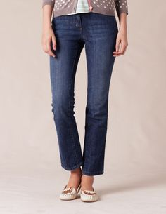 Cropped jeans. I really like these,and I don't know why. Also the cute spotted cardi.