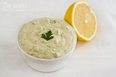 sos tartar retetecalamamaro Tzatziki, Quick Meals, Cheeseburger Chowder, Food Videos, Pesto, Deserts, Food Porn, Yummy Food, Lunch