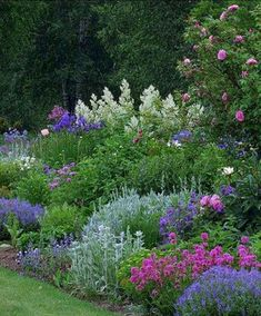 Small cottage garden ideas cottage garden design small backyard landscaping english cottage garden amazing gardens flower garden even if you dont have a cottage you can blend your home and smallcottage gardenideas Small Cottage Garden Ideas, Cottage Garden Design, Cottage Garden Borders, Backyard Cottage, Cottage Garden Plants, Garden Planters, Amazing Gardens, Beautiful Gardens, Beautiful Beautiful